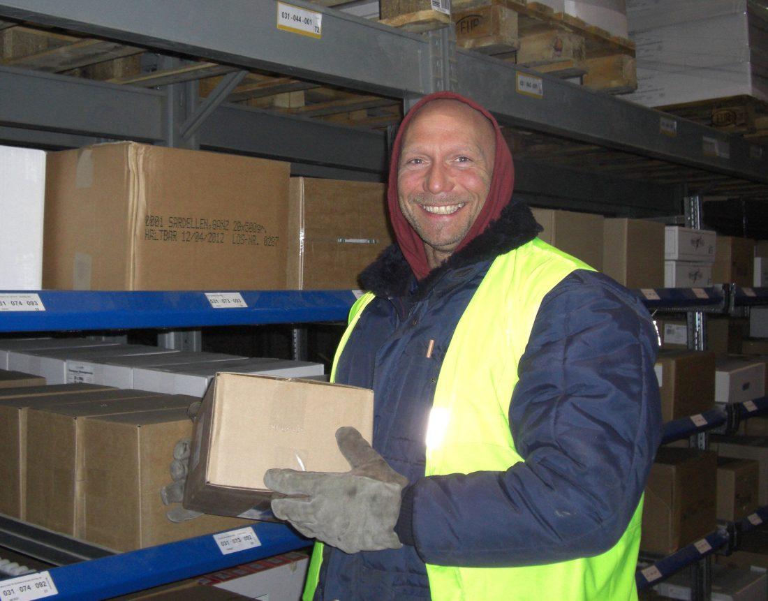 25-jähriges Betriebsjubiläum bei WILMS Tiefkühl-Service: Detlef Vierschgens bei seiner Tätigkeit im Tiefkühllager